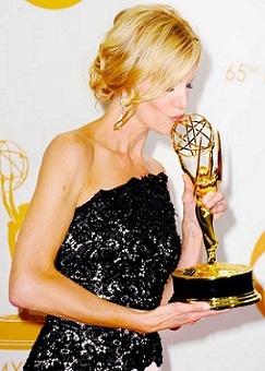 """Anna Gunn foi a melhor atriz coadjuvante em série dramática por """"Breaking Bad"""", a grande vencedora do Emmy 2013."""