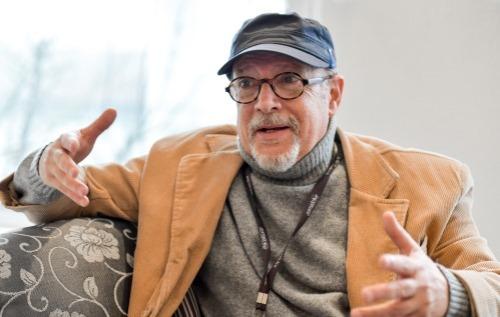 O jornalista Carlos Eduardo Lourenço Jorge coordena os debates do Festival de Cinema de Gramado há 24 anos. Foto: Cleiton Thiele/Pressphoto