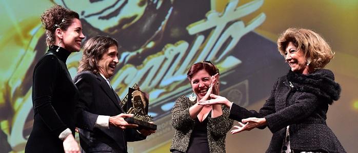 43º Festival de Cinema de Gramado – Marília Pêra recebe o troféu Oscarito dos filhos: Ricardo Graça Mello, Esperança Motta, Nina Morena. Foto:Edison Vara/Agência Pressphoto – www.edisonvara.com.br
