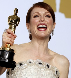 "Actress Julianne Moore poses with her Oscar for best actress for her role in ""Still Alice"" the 87th Academy Awards in Hollywood, California February 22, 2015. REUTERS/Lucy Nicholson (UNITED STATES TAGS:ENTERTAINMENT) (OSCARS-BACKSTAGE) - RTR4QPH7"